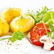 Kartoffeln mit Rucola-Meerrettich-Quark