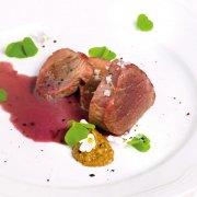 Schweinelende an Rotwein-Buttersauce