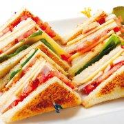 Sommerliche Sandwiches mit Meerrettich-Creme