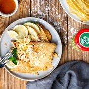 Dinkelpfannkuchen mit Meerrettich, Minze, Apfel und Ahornsirup
