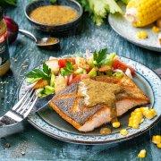 Gegrilltes Lachsfilet mit Mais und Meerrettichbutter