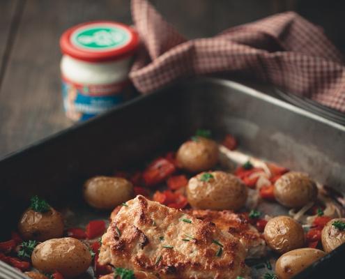 Überbackener Seelachs mit Meerrettichkruste und Ofenkartoffeln